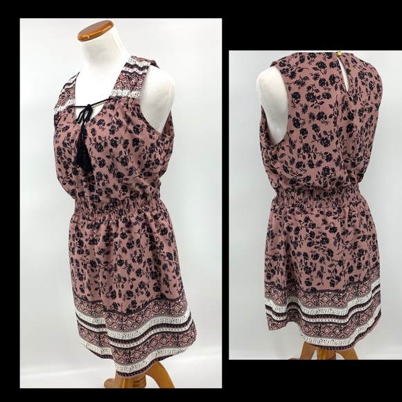 indulge Dresses & Skirts - Indulge in Style Light Weight Mauve Floral Dress L